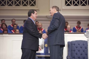 R. Albert Mohler Jr. presents Thom Rainer with the E.Y. Mullins Distinguished Denominational Service Award in Alumni Memorial Chapel, Oct. 14.